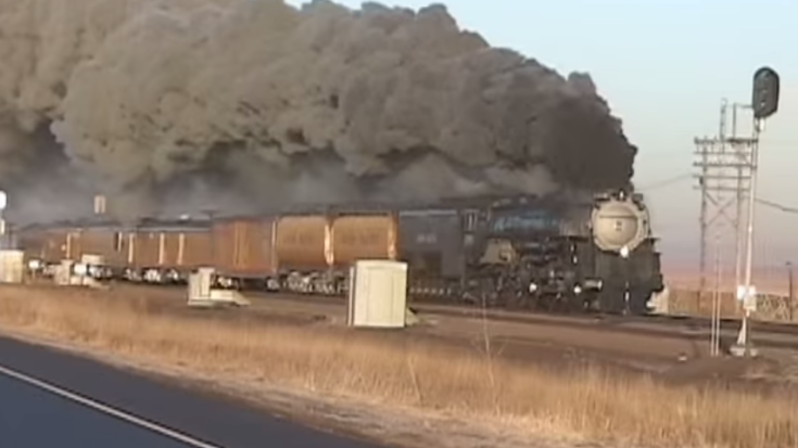 UP 3985 Fills The Sky With Glorious Smoke! | Train Fanatics Videos