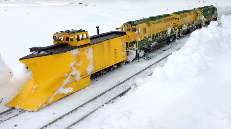 First-rate Model Train Plows Snow | Train Fanatics Videos
