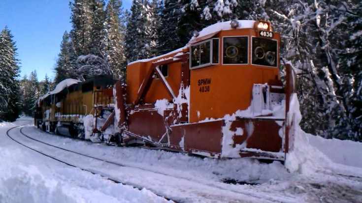 SPMW Jordan Spreader Clearing Donner Pass! | Train Fanatics Videos