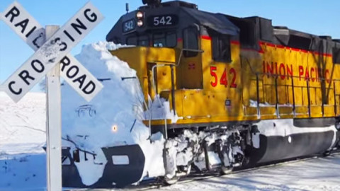 UP542 Clears Snow From A Crossing | Train Fanatics Videos