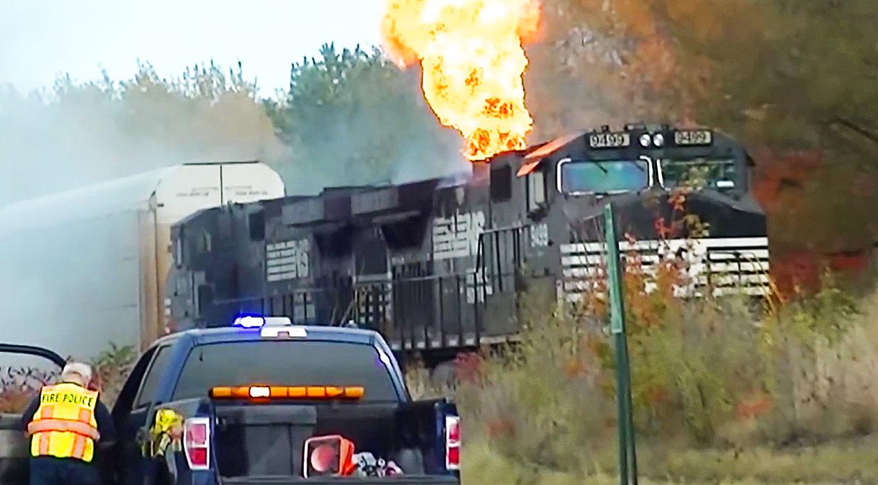 Engine Burning Oil >> Norfolk Southern Engine Bursts Into Flames! - Train Fanatics