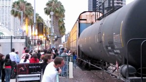 Worlds Dumbest? …Baseball Fans Climb UNDER BNSF Freight!