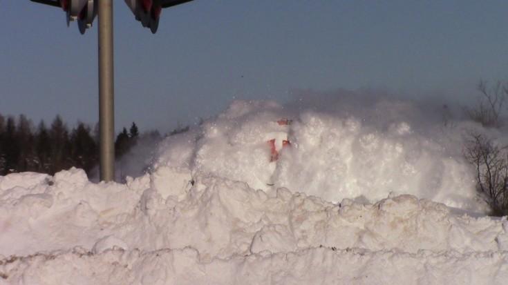 "CN Locomotive ""Blasts"" Powdered Snow   Train Fanatics Videos"