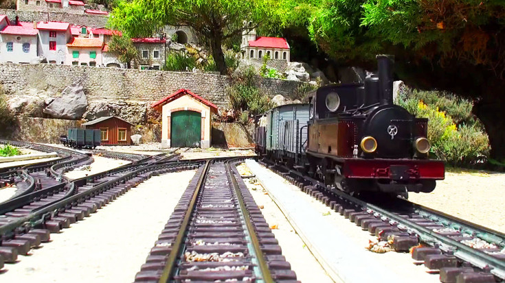 Amazingly Detailed Model Train Ride Along! | Train Fanatics Videos