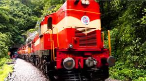 Breath-taking Train Ride Under Dudhsagar Falls!