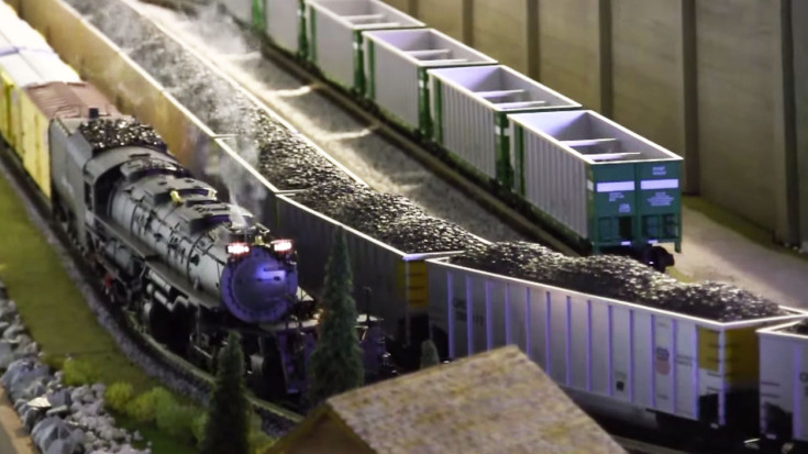 Model Big Boy Hauls Freight Like The Real Thing! | Train Fanatics Videos