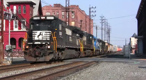 Norfolk Southern Dash-8's Bounce Through Town!