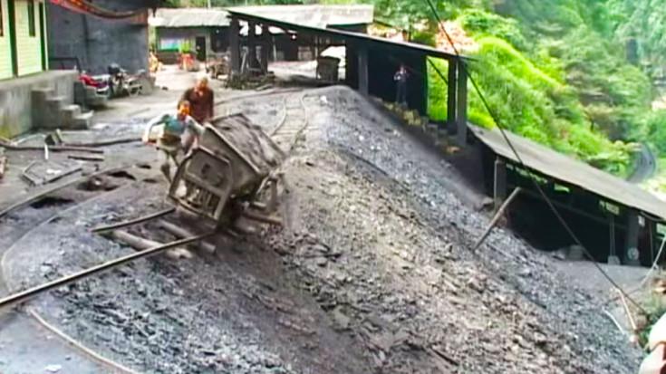 Mamiao Coal Mine A Safety Nightmare | Train Fanatics Videos
