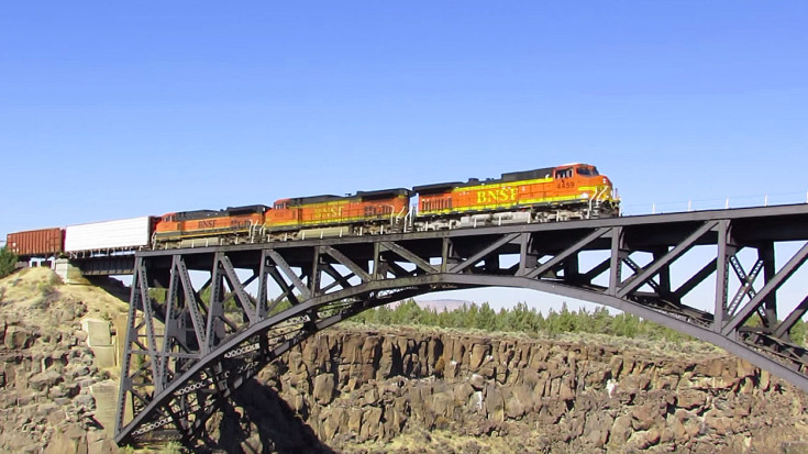 Crooked River Canyon Railroad Bridge Is Over 100 Years Old! | Train Fanatics Videos