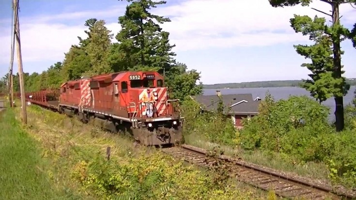 Canadian Pacific Hauls One Long Load Of Track! | Train Fanatics Videos