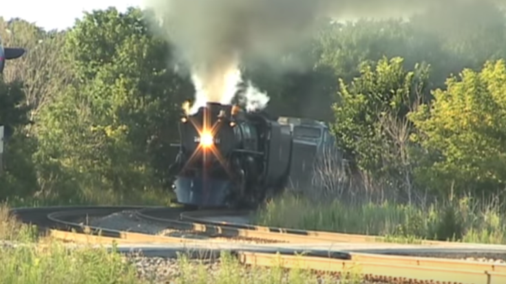 Milwaukee Road 261 Lays Into Curve At High Speed! | Train Fanatics Videos