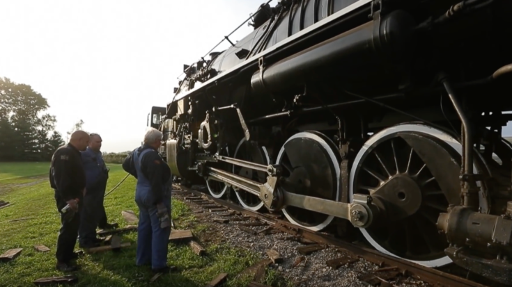NKP #765 Drops Off The Rails! | Train Fanatics Videos