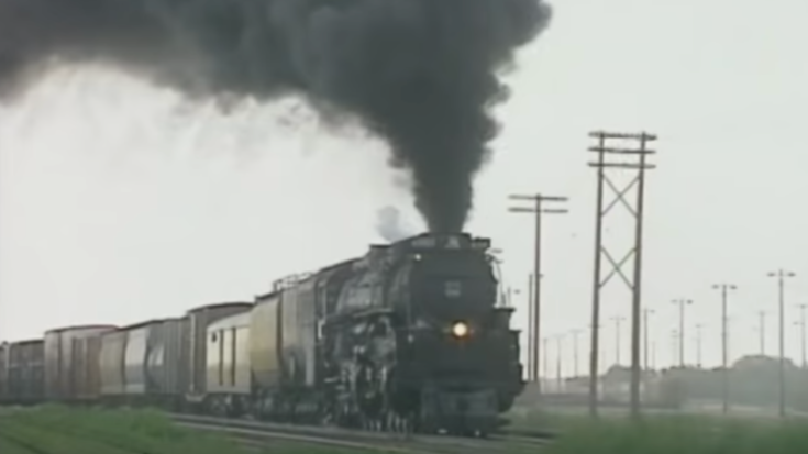 Pacing Union Pacific's #3985 Challenger ! | Train Fanatics Videos