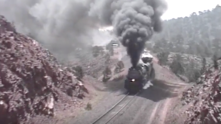 Union Pacific #3985 Challenging Steep Grade! | Train Fanatics Videos
