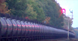 CSX Oil Cans All In A Row!