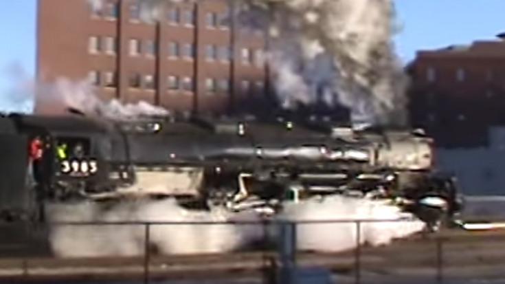 UP #3985 Challenger Departing Kansas City! | Train Fanatics Videos