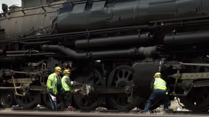 UP #4014/844 Grease Stop | Train Fanatics Videos