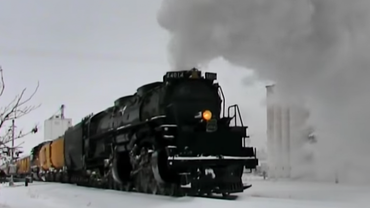 Big Boy #4014 In Kansas Snow | Train Fanatics Videos