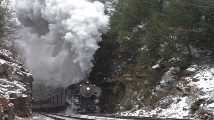 Reading & Northern #425 In Winter | Train Fanatics Videos