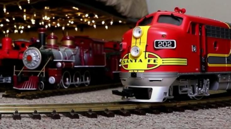 Santa Fe Super Chief Visits Neighbor | Train Fanatics Videos