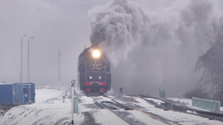 E Class Russian Locomotive ER 774 – 38 | Train Fanatics Videos