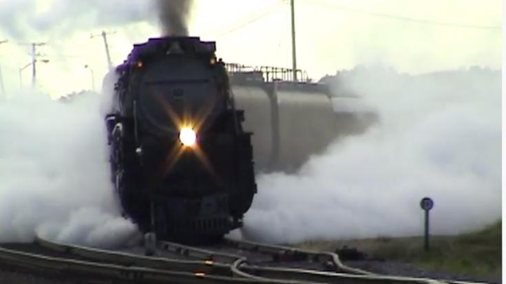UP 3985 Leaving Chicago | Train Fanatics Videos