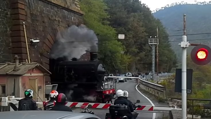 Italian Tunnel Smoke Out | Train Fanatics Videos