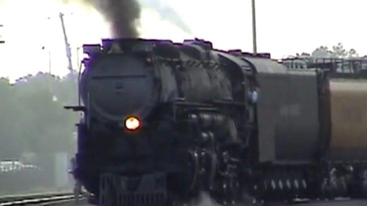 Union Pacific #3985 Leaving Chicago | Train Fanatics Videos
