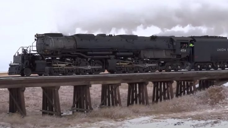 Pacing Big Boy In Wide Open Kansas | Train Fanatics Videos